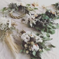 冬を彩る花々。ドライフラワーと生花の大人お洒落な飾り方テクニック