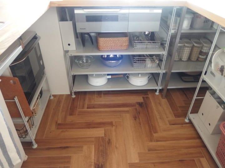 キッチンのカウンター下収納実例11