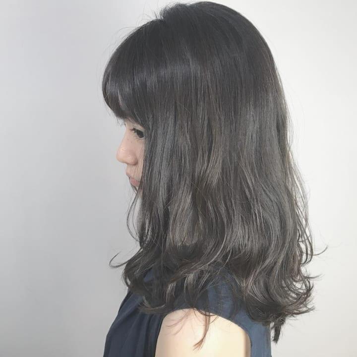 黒髪・ダークトーンのセミロングヘア6
