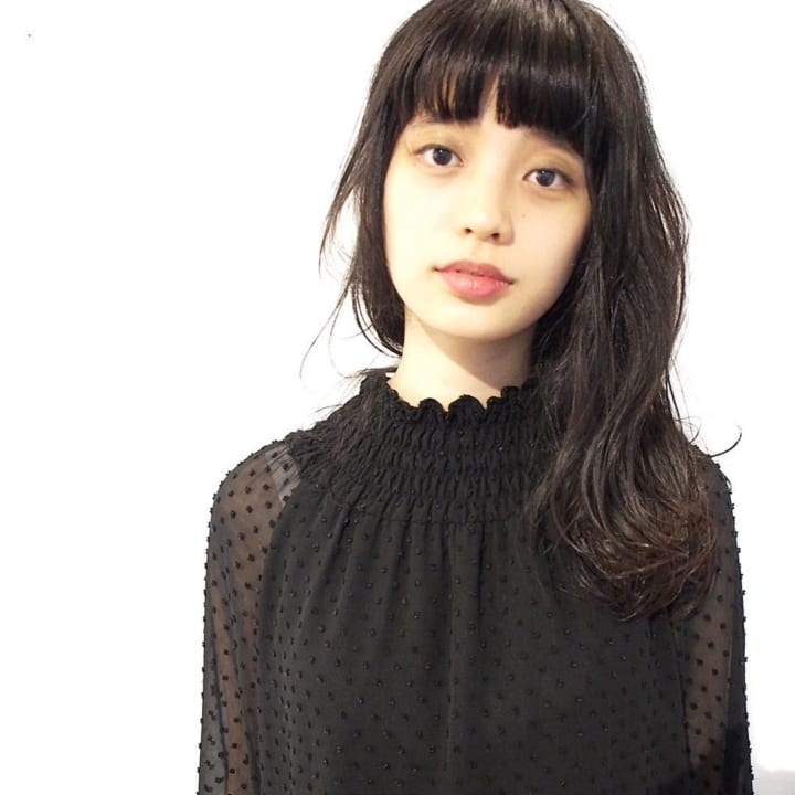 黒髪・ダークトーンのセミロングヘア4