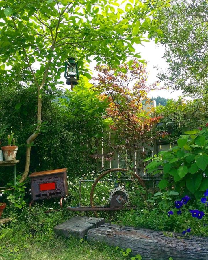 庭に椅子やベンチをおこう!2