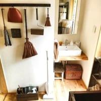 吊す収納でデッドスペースを有効活用!壁面を利用すると収納スペースは増やせる!