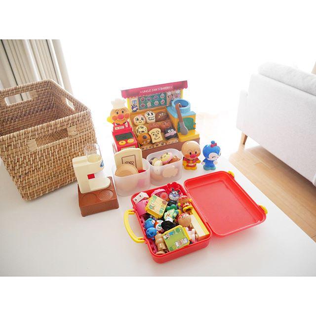 おもちゃの箱を既成のものから収納しやすいものに変える