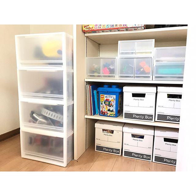 おもちゃの箱を既成のものから収納しやすいものに変える4