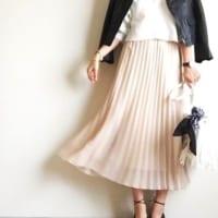 ユニクロのプリーツスカートで春を感じる♡ふわっと広がるコーデを楽しもう!