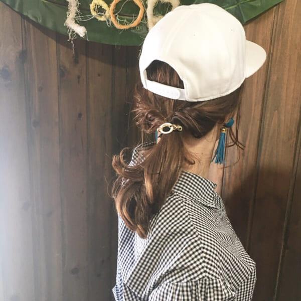 帽子をかぶっている際のヘアアレンジ特集24