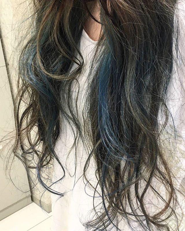 黒髪などのナチュラル系な髪色×インナーカラー19