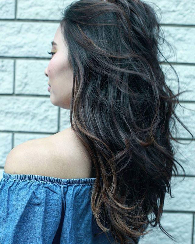 黒髪などのナチュラル系な髪色×インナーカラー11