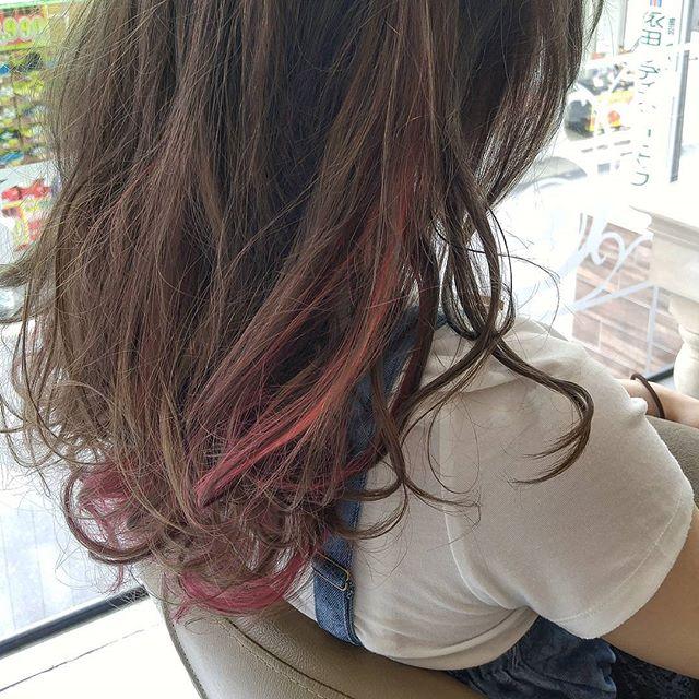 黒髪などのナチュラル系な髪色×インナーカラー18