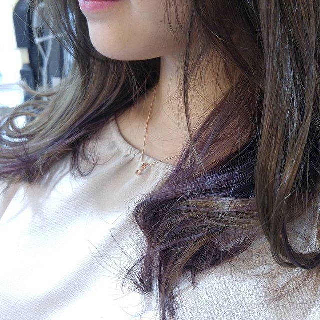 黒髪などのナチュラル系な髪色×インナーカラー13