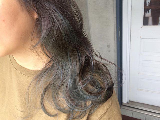 黒髪などのナチュラル系な髪色×インナーカラー14