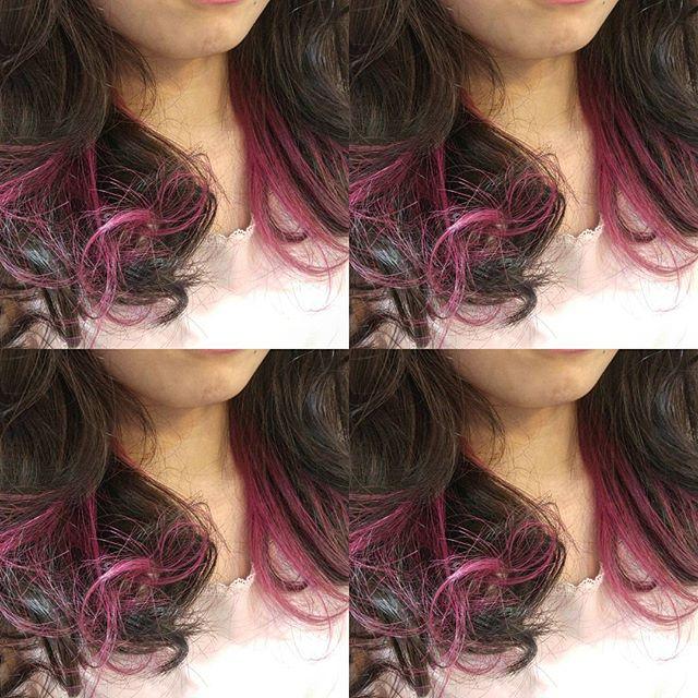 黒髪などのナチュラル系な髪色×インナーカラー16