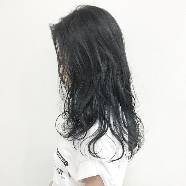 黒髪などのナチュラル系な髪色×インナーカラー8