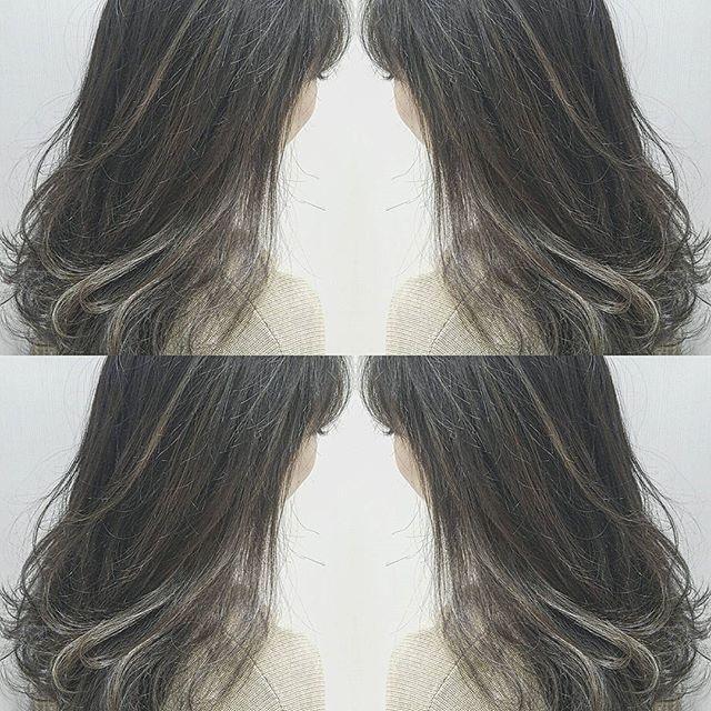 黒髪などのナチュラル系な髪色×インナーカラー