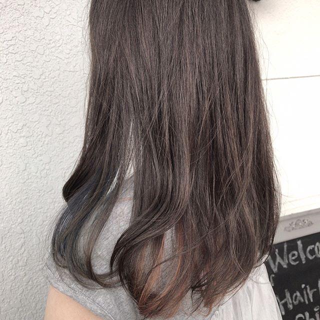 黒髪などのナチュラル系な髪色×インナーカラー17