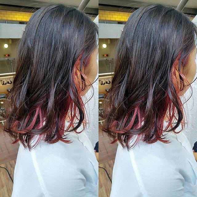 黒髪などのナチュラル系な髪色×インナーカラー6