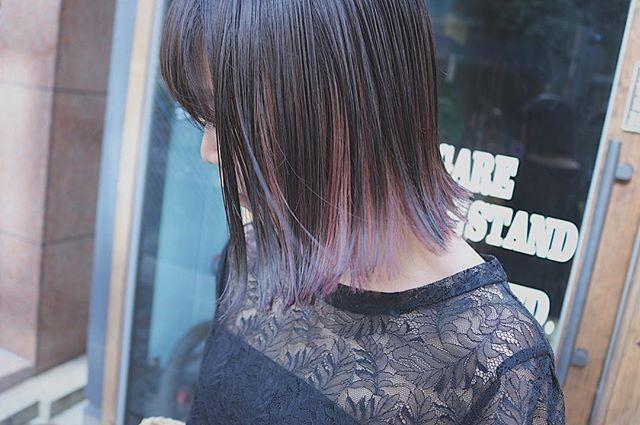 黒髪などのナチュラル系な髪色×インナーカラー20