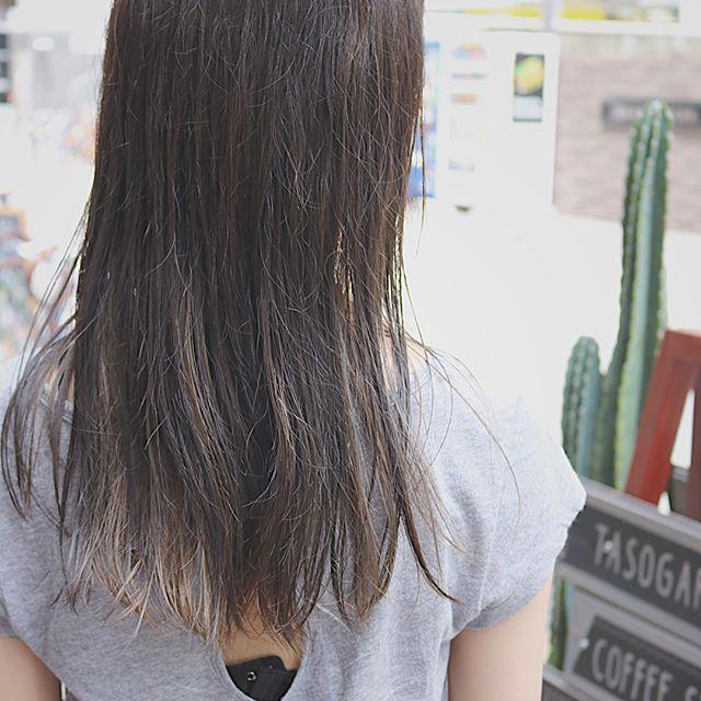 黒髪などのナチュラル系な髪色×インナーカラー2