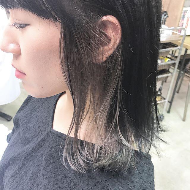 黒髪などのナチュラル系な髪色×インナーカラー15