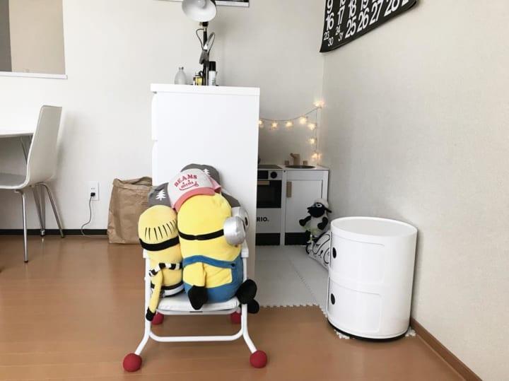 椅子に座らせて