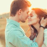 初対面でキス?!気になる男性の心理とその後の関係は?