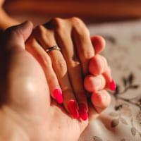 右手の薬指に指輪をしているのは何故?男女別の理由や指の持つ意味などをご紹介♪