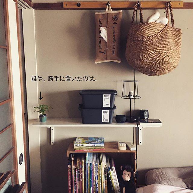 かごを吊り下げる収納アイデア