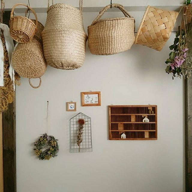 かごを吊り下げる収納アイデア2