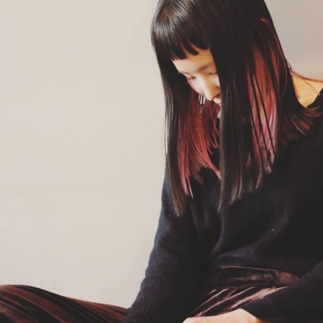 黒髪などのナチュラル系な髪色×インナーカラー23