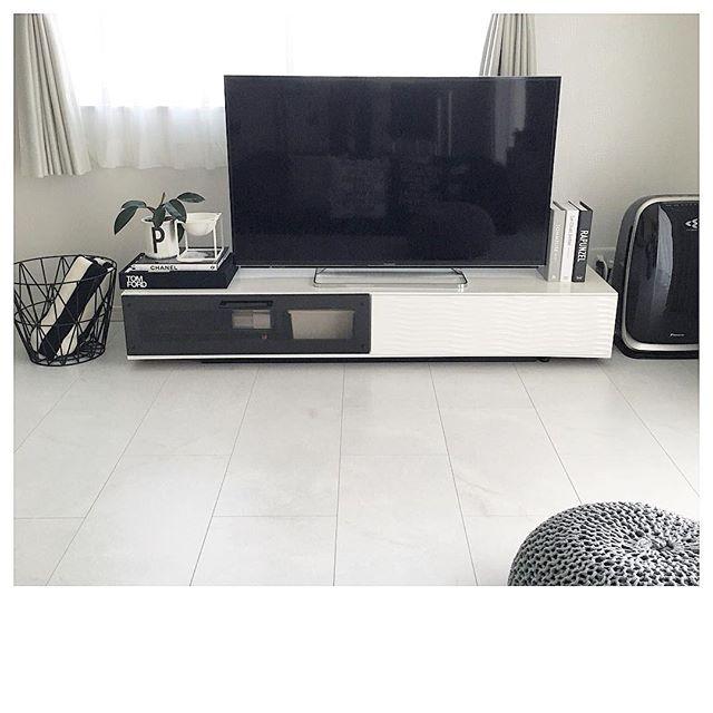 テレビボード モノトーンインテリアの設置実例9