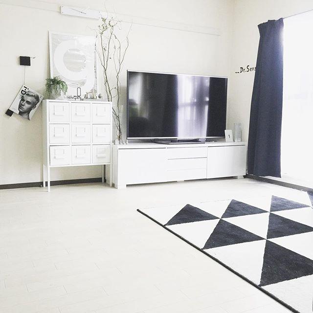 テレビボード モノトーンインテリアの設置実例12