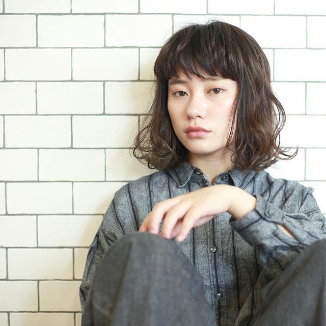黒髪 ミディアムボブスタイル
