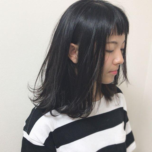 黒髪ミディアム 前髪あり