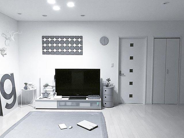 テレビボード モノトーンインテリアの設置実例3