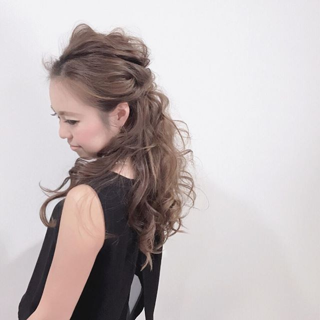 長い前髪を活かした魅力的なヘアスタイル11