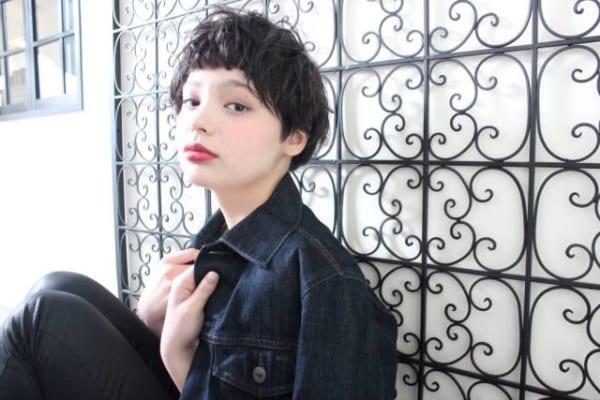 黒髪ベリーショート①パーマスタイル2