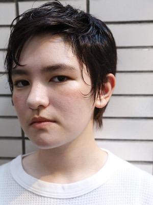 丸顔さんにおすすめのベリーショート実例 黒髪11