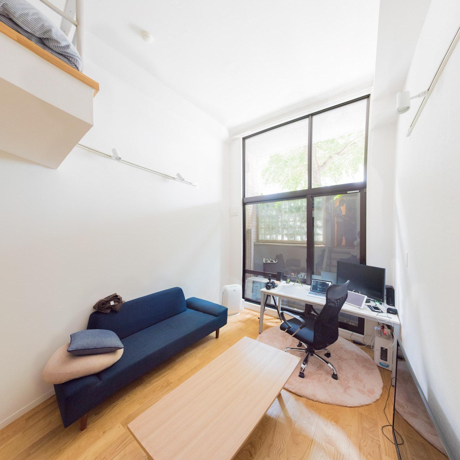 東京、ワンルームで持たない暮らし。男性webエンジニアの部屋 | folk