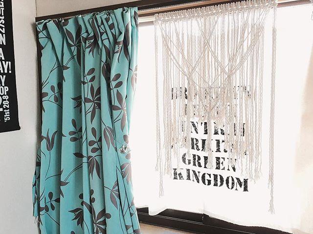 モダンにニュアンスのあるカーテンでお洒落に20