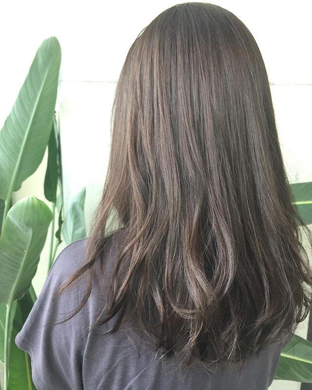 カラーを入れて印象を変えたミディアムパーマ・巻き髪ヘア7