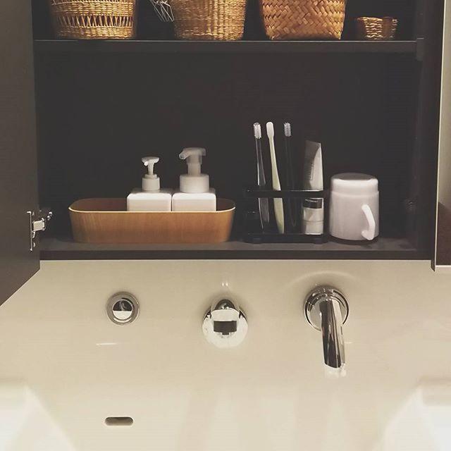 歯ブラシ収納 鏡の裏7