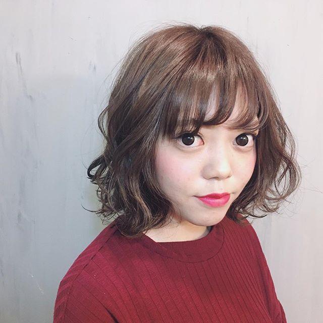 面長さんにおすすめの前髪の分け方4