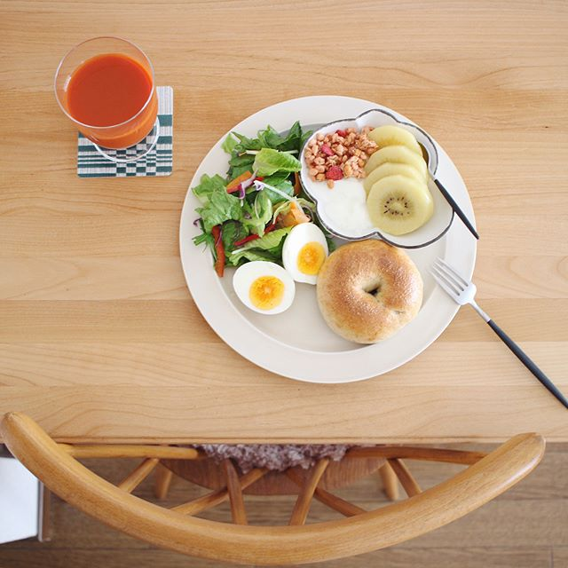 朝ごはんはプレート・オン・プレートで