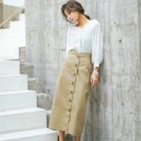 ワードローブにプラスしたい!上品な《ボタンスカート》の着こなし特集