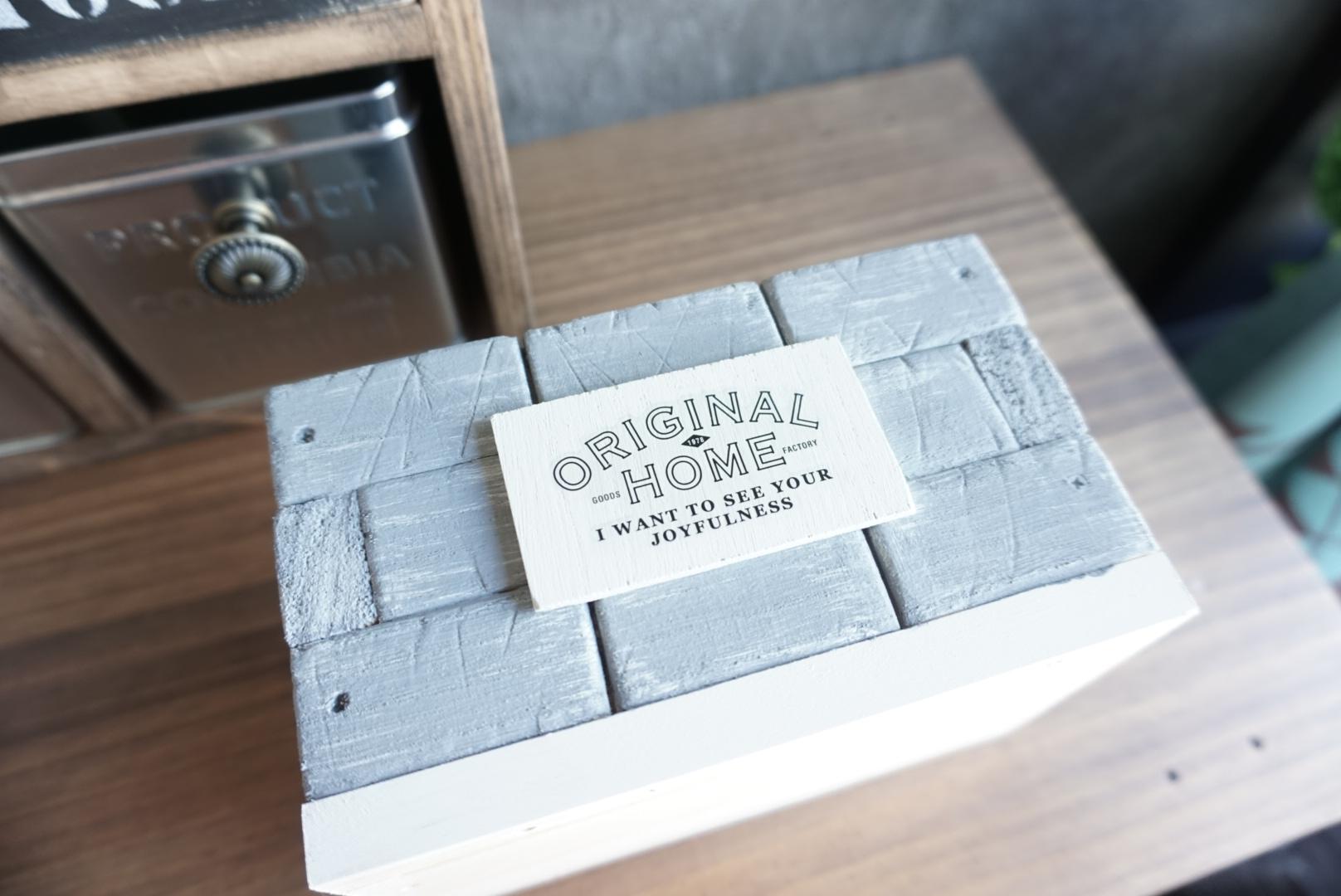 レンガ風壁面の木箱11