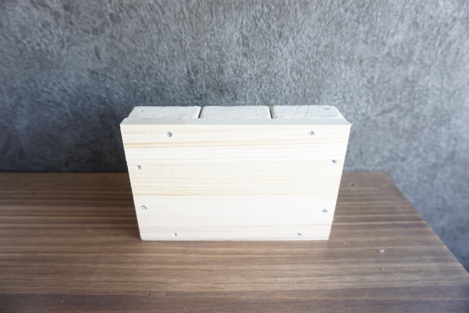 レンガ風壁面の木箱7