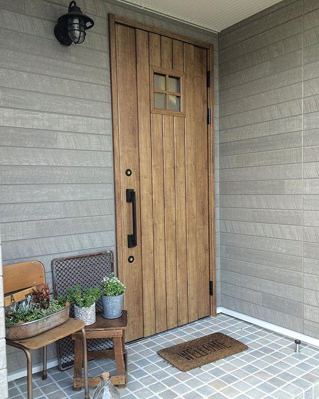 タイル貼りのおしゃれな玄関ポーチ12