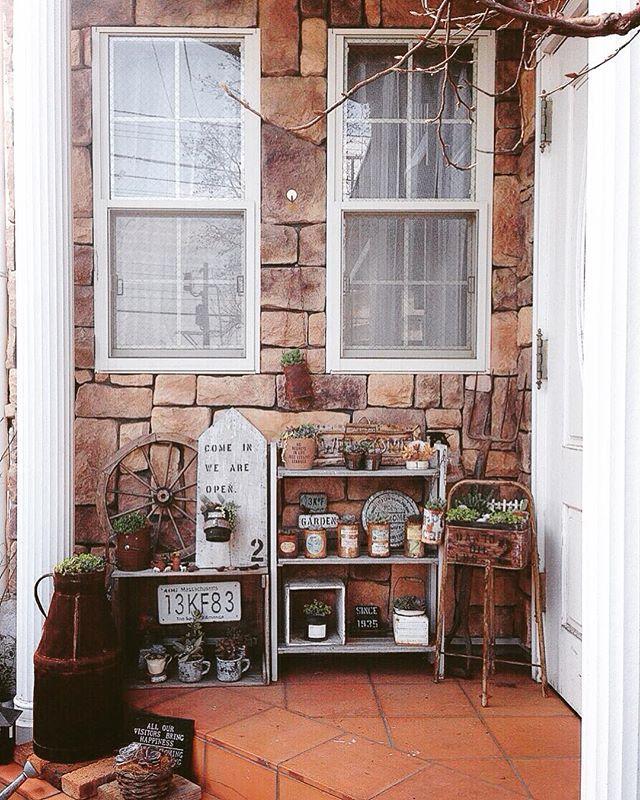 タイル貼りのおしゃれな玄関ポーチ18