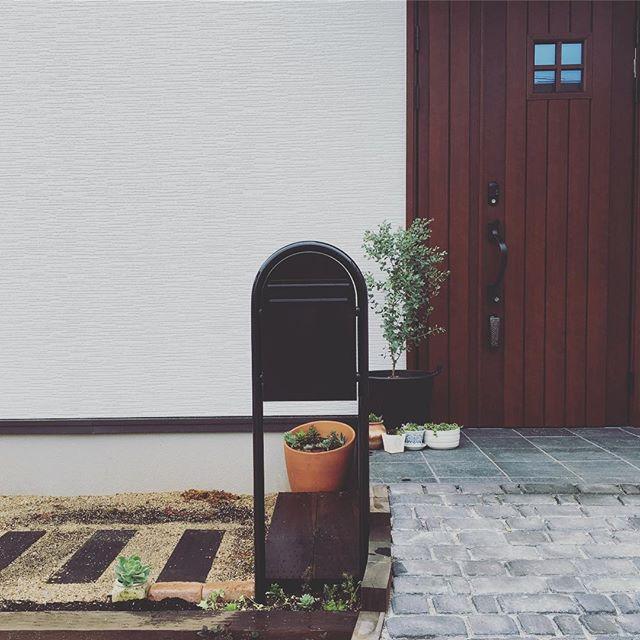 タイル貼りのおしゃれな玄関ポーチ4
