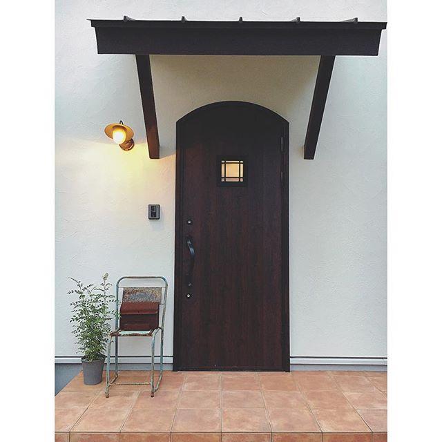 タイル貼りのおしゃれな玄関ポーチ17